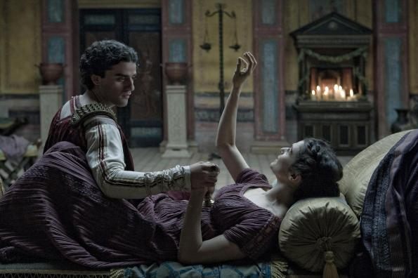 still-of-rachel-weisz-and-oscar-isaac-in-agora