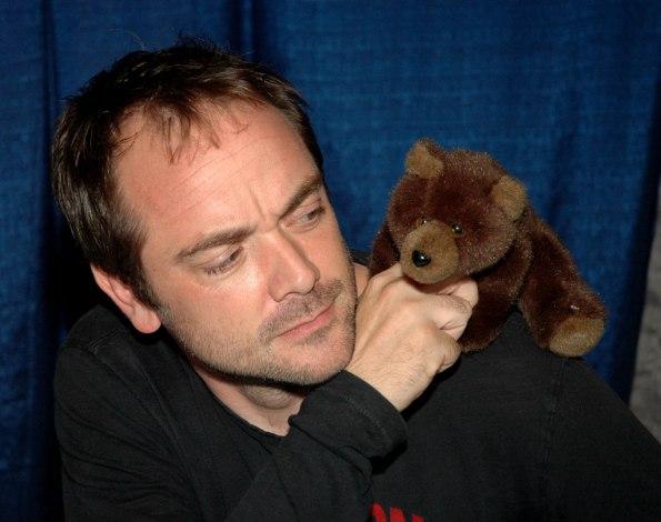 Mark-Sheppard-aka-Crowley-supernatural-30183816-1024-810